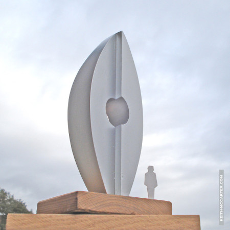 """Skulptur """"ENDEAVOUR"""" für den Industriepark-Schwerin von Keith McCarter / Schottland."""