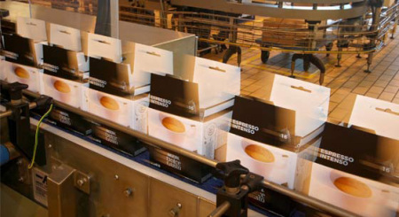 Blick auf die Verpackung im Nestlé Dolce Gusto Werkes in Girona / Spanien.