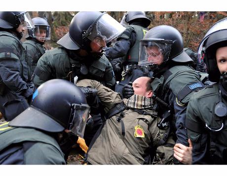 viel Freude hatten die Polizisten auch nicht an Ihrer Arbeit