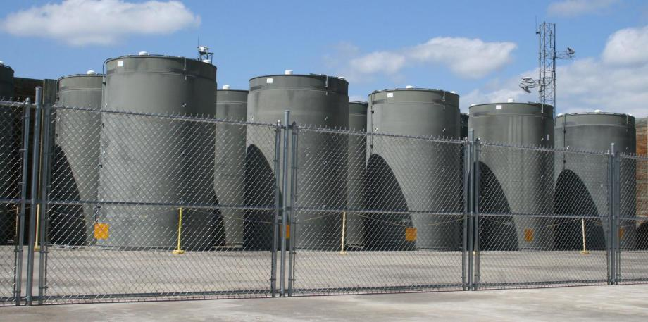 cheap Holtec container for nuclear waste all over the US - a problem