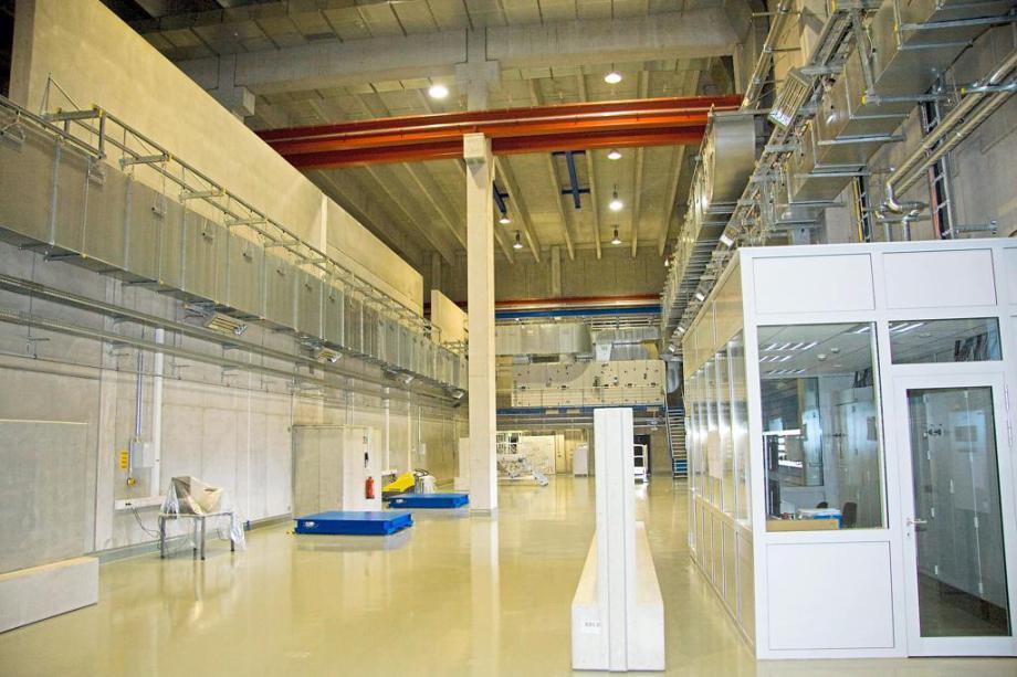 Blick in das Uranoxid-Lager der Urenco Deutschland. Baulich abgenommen wurde die Halle bereits 2014, eine Inbetriebnahme ist aber bisher nicht erfolgt. Foto: Urenco
