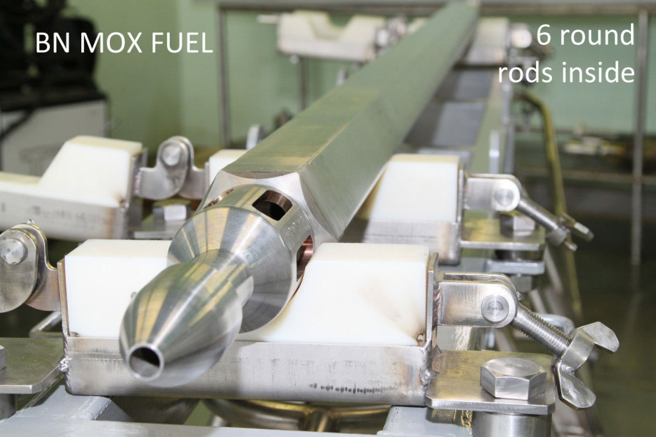 BN MOX FUEL ROD - Uran-Oxid mixed with spent fuel - 6 pans form with 6 round pellet tubes inside