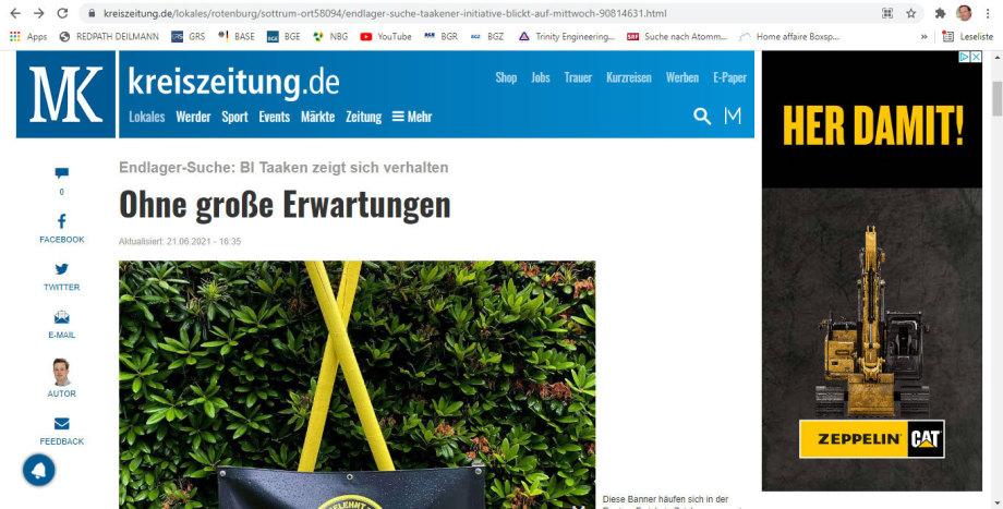 Zeitungs-Artikel mit Foto - die X Schilder und die Menschen und eine Bagger-Werbung