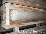Bohr-Kern im Bohrkern Lager MV - so sieht Steinsalz aus wenn es feucht gelagert wurden - hauen Sie mal mit einem Hammer drauf ...
