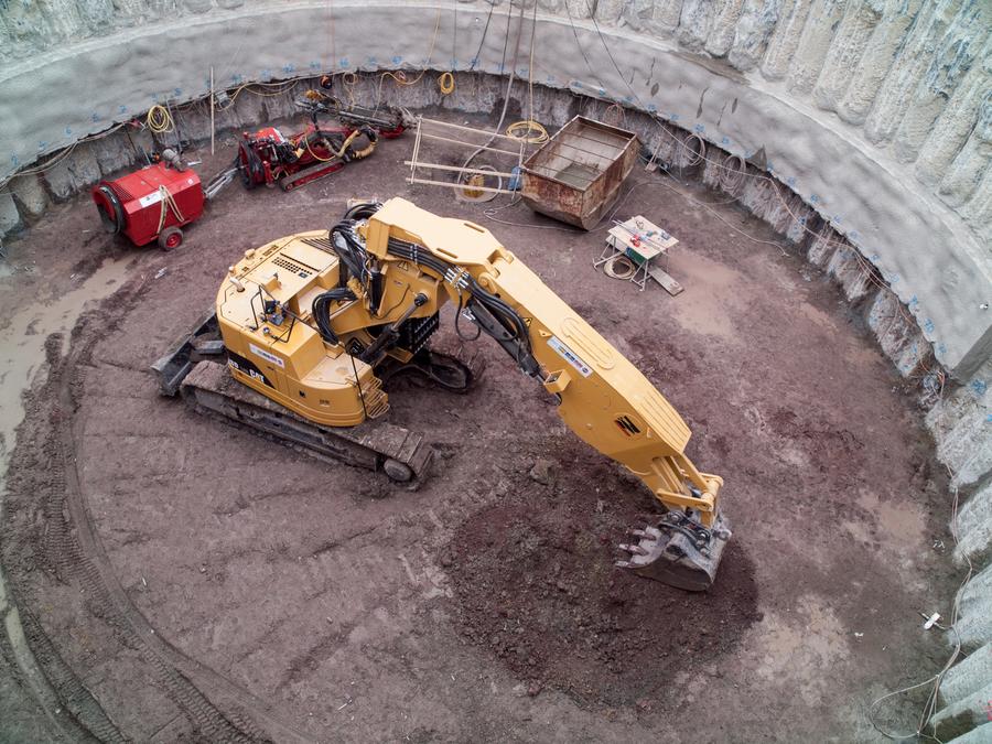 für einen nur 30 Meter tiefen Test-Schacht reicht ein Bagger