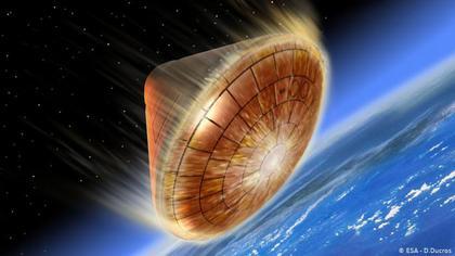 Raumkapsel durchdringt Erd-Atmosphäre